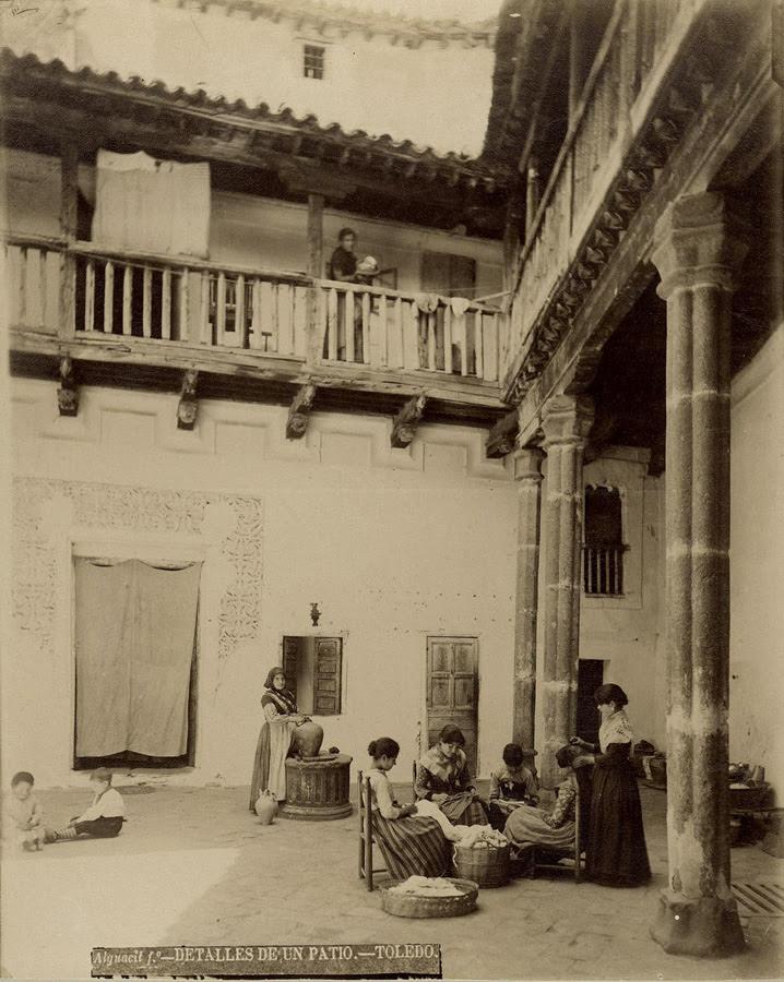 Patio toledano en el siglo XIX. Foto Casiano Alguacil
