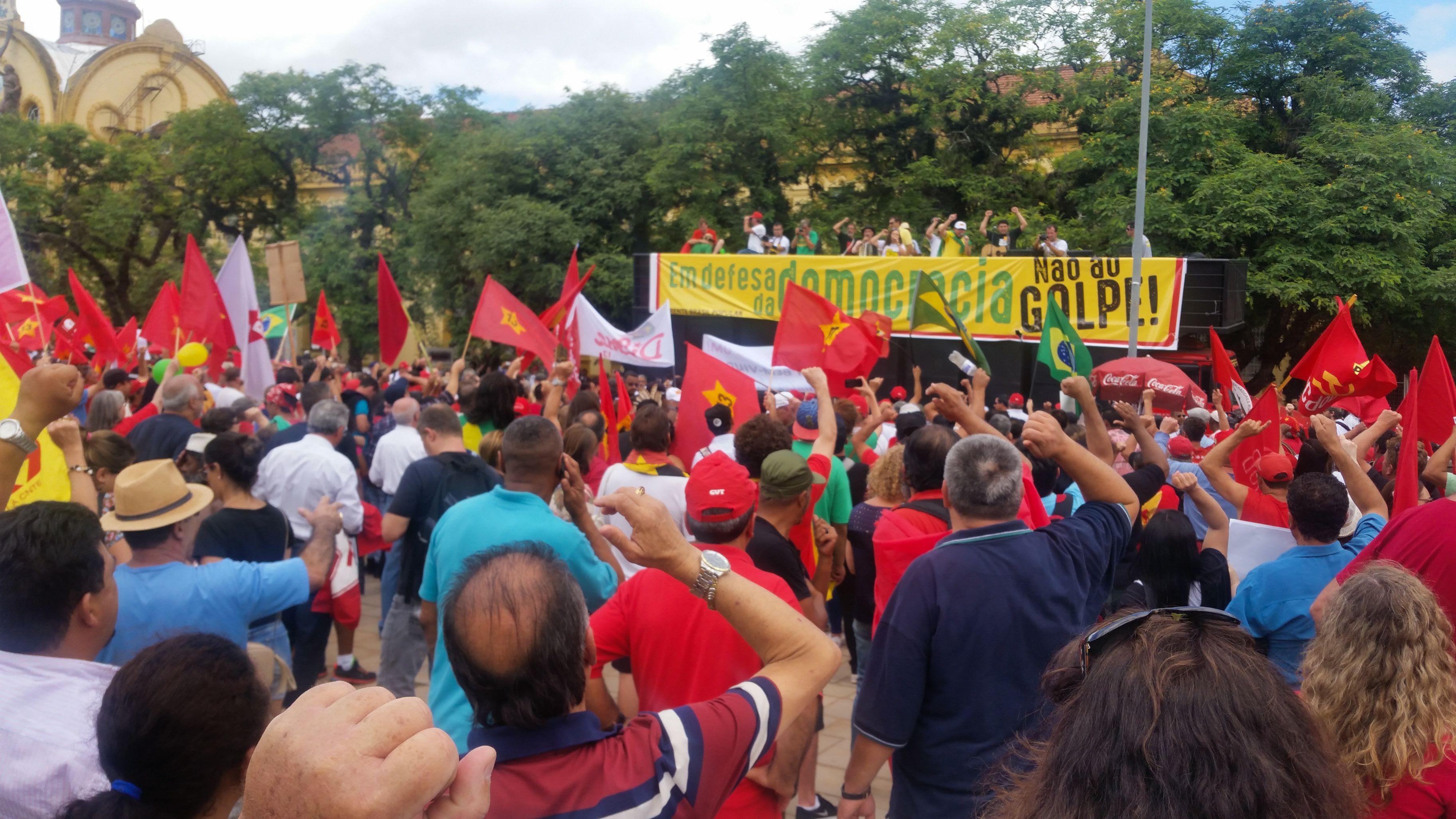 DI_manifestacao-a-favor-de-Dilma-Rousseff-em-Porto-Alegre_003