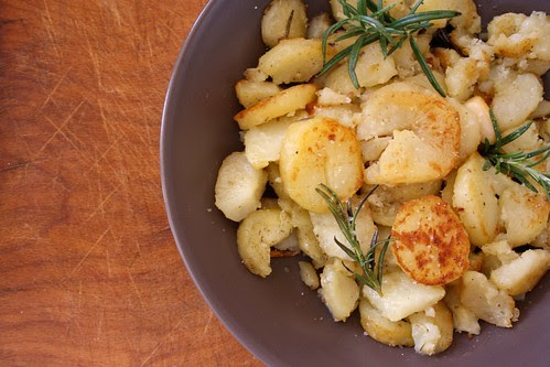 Patate profumate al rosmarino e fleur de sel