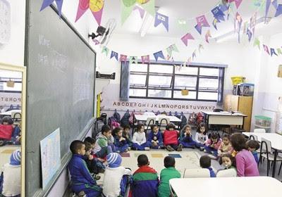 Crianças numa sala de aula em São Caetano do Sul, São Paulo. O município já atende todas as crianças de 0 a 5 anos (Foto: Nario Barbosa/DGABC)