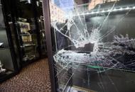 Colpo in gioielleria, vetrina fracassata a martellate: bottino da 250 mila euro