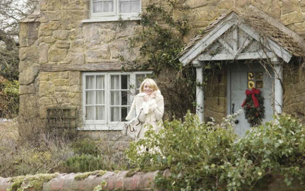 Cameron Diaz-cottage front door-large