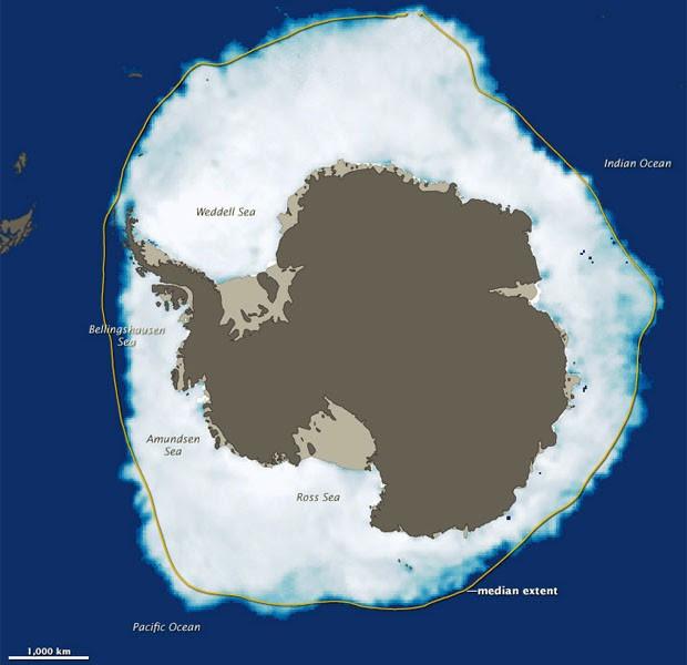 Mapa mostra gelo ao redor da Antártica em 26 de setembro, dia de maior congelamento; traço amarelo mostra extensão média registrada de gelo (Foto: Divulgação/Nasa/NSIDC)