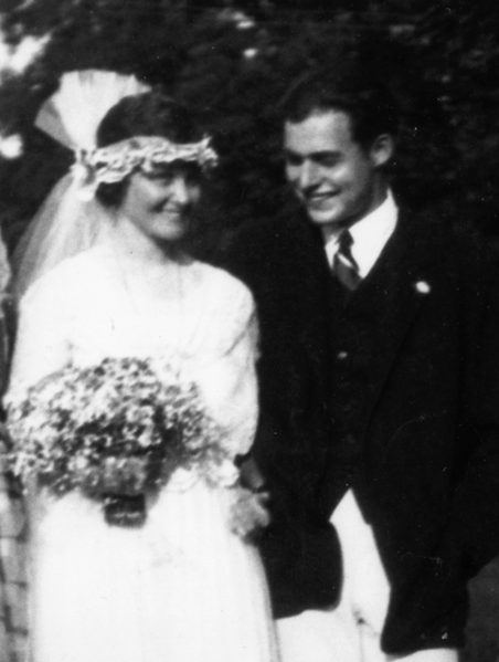 File:Ernest Hemingway 1921 wedding day-crop.png