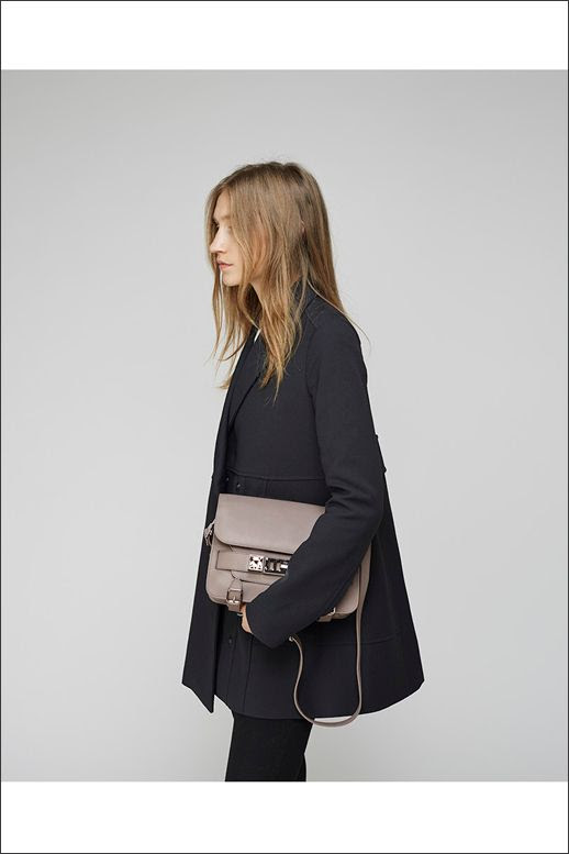 LE FASHION BLOG PROENZA SCHOULER BLACK SWING COAT AND TAUPE PS11 BAG EFFORTLESS WAVY HAIR CLEAN CLASSIC MINIMAL LOOK INSPIRATION VIA LA GARCONNE photo LEFASHIONBLOGPROENZASCHOULERSWINGCOATANDTAUPEBAG.jpg