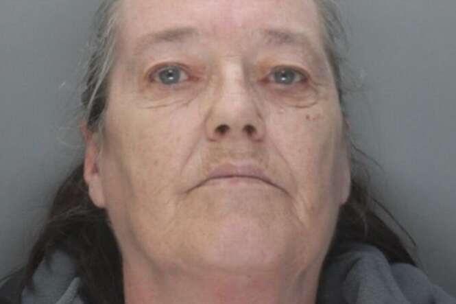 Mulher abusa sexualmente de adolescente na frente de seu filho de 5 anos