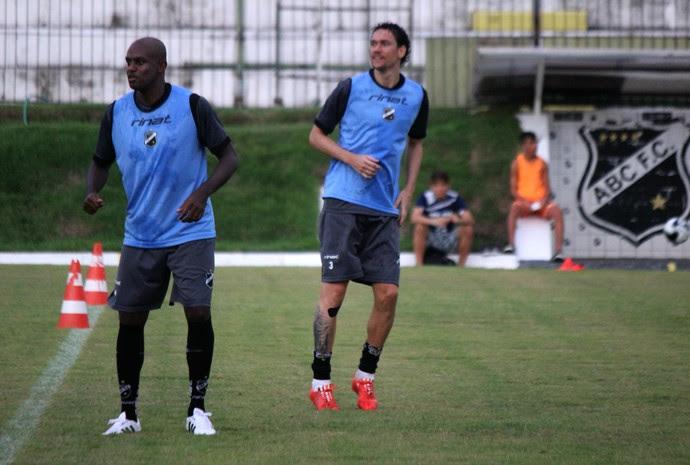 ABC - Léo Fortunato - Gustavo Bastos (Foto: Assessoria de Comunicação/ABC FC)