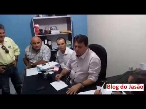 João Câmara:Prefeito antecipa pagamento do mês de fevereiro, paga o 1/3 de férias e afirma que em março vai negociar o mês de dezembro com o sindicato dos servidores.