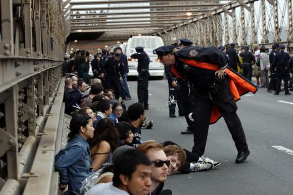 Más de 700 personas fueron arrestadas el 1 de octubre en el puente de Brooklyn, Nueva York.