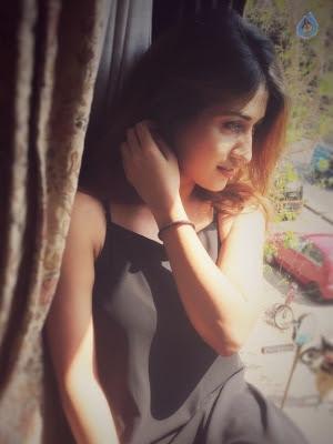 Anisha Singh New Pics - 1 of 10