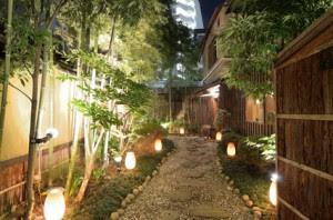 Low Voltage Vs High Voltage Landscape Lighting Nightscenes
