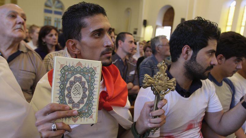 Le patriarche chaldéen Louis Sako a fermement condamné les violences perpétrées par les djihadistes contre les minorités à Mossoul. Environ 200 musulmans ont participé en signe de solidarité à une messe célébrée par Mgr Sako le 20 juillet 2014 à Bagdad.