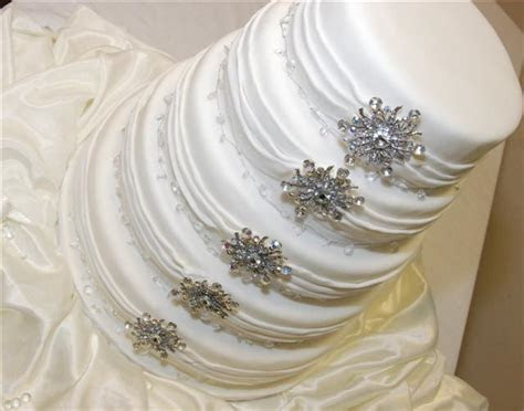 How to store and preserve the top layer of a wedding cake