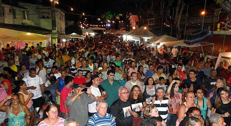 Moradores da Imbiribeira participam de festa religiosa até sábado e domingo fazem protesto contra eclosão de assaltos.