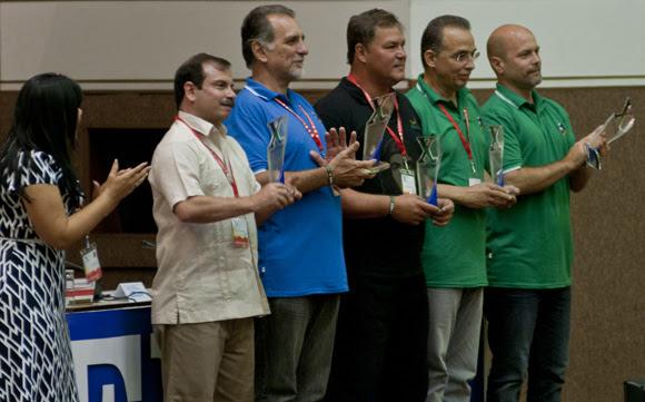 Los Cinco recibieron el Reconocimiento X Congreso de la UJC. Foto: Ladyrene Pérez/ Cubadebate.