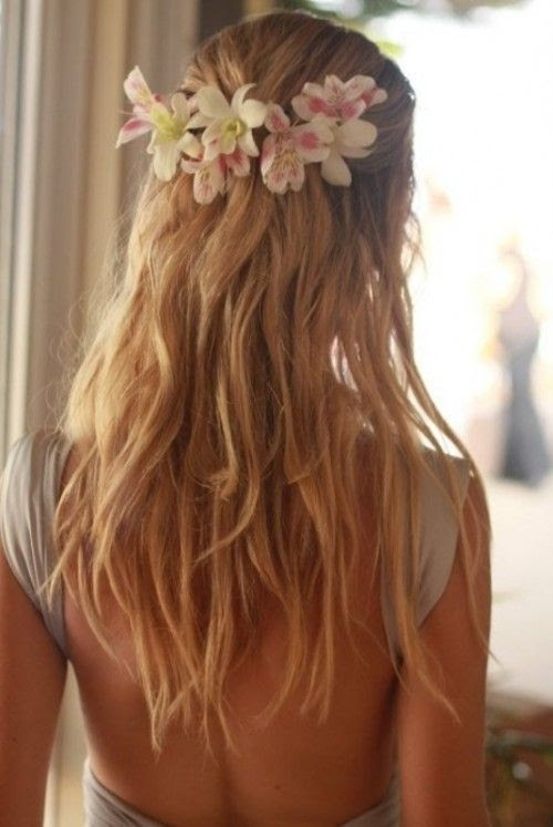 flowers in hair and love that back!