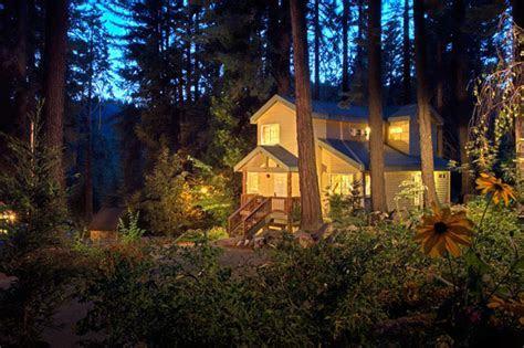 Tenaya Lodge at Yosemite   Green Wedding Shoes