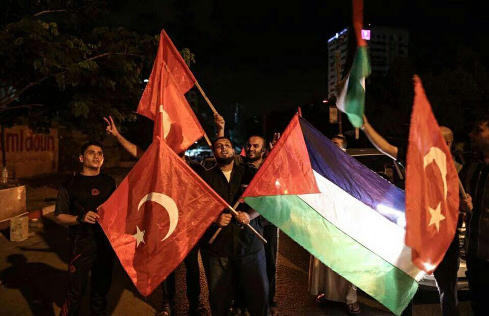 Gazans celebrate Erdogan maintaining control following a failed coup in Turkey