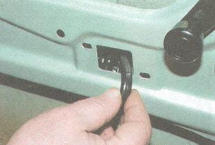 статья про Замена замка задней двери ВАЗ 2106