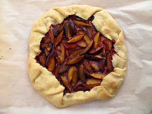 plum crostata 1