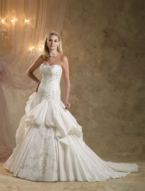 Looking for Your Dream Traditional Royal Wedding Dress
