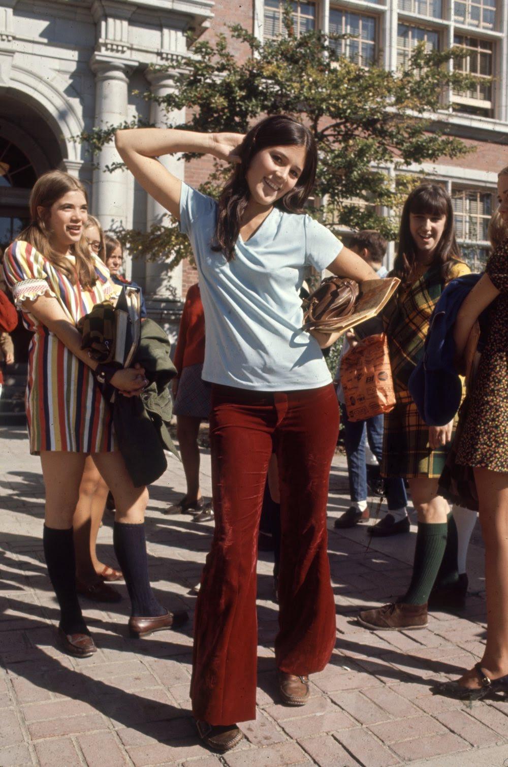 Estas colegiais dos anos 60 se vestiam bem, inclusive para hoje em dia 11