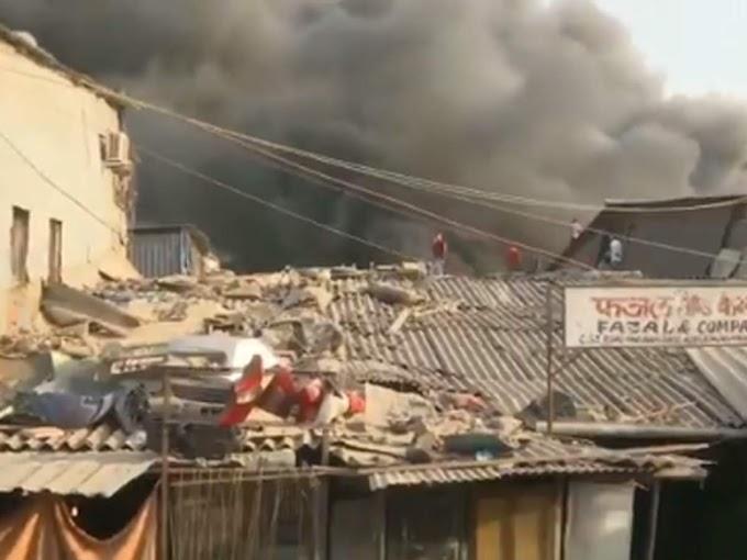 मुंबई: कुर्ल्यात स्क्रॅप गोदामाला भीषण आग, कोणतीही जीवितहानी नाही
