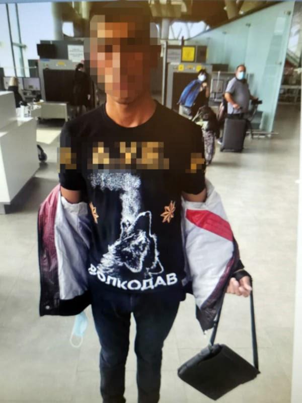 В «Платове» задержали пассажира из Таджикистана с экстремистской символикой