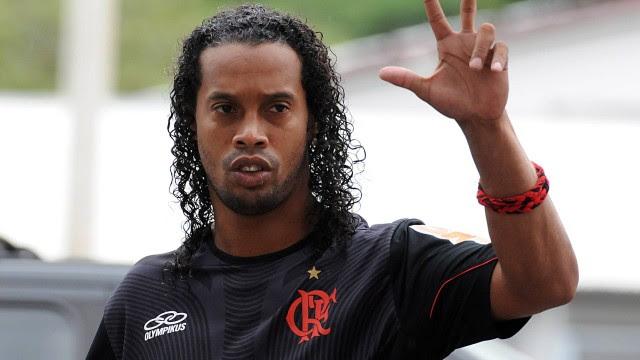 Ronaldinho Gaúcho pede multa rescisória com o Flamengo de R$ 40 milhões