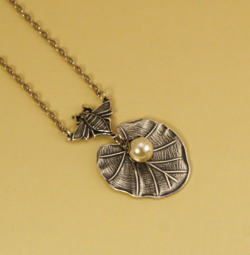 Bumblebee Lilypad Necklace in Antique Silver