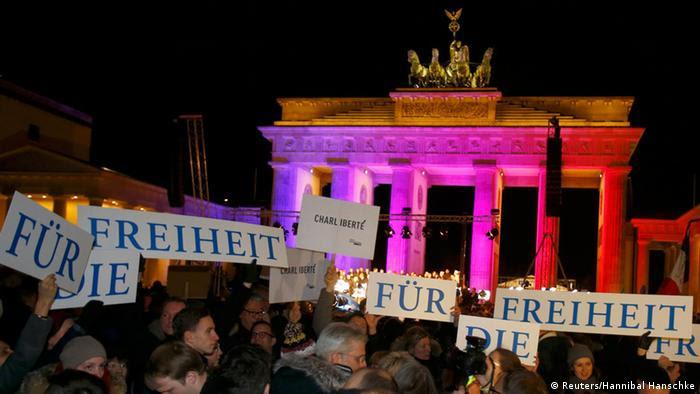 Mahnwache für Terroropfer am Brandenburger Tor 13.01.12014