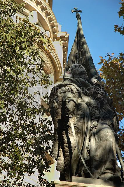 Rafael Casanova Statue: Catalan Sculptural Realism