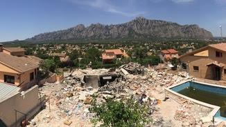 Imatge de com ha quedat la casa de Collbató després de l'explosió (Josep Maria Porta)