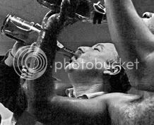 Gazzaev empinando el codo
