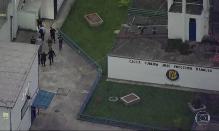 Sérgio Cabral chega ao Complexo Penitenciário de Gericinó, em Bangu - Reprodução de TV / Agência O Globo