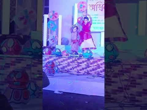 Five years little girl perform on stage