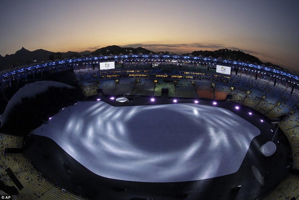 Espera para o início: A cena de cima do Maracanã com menos de duas horas para ir até a Cerimônia de Abertura
