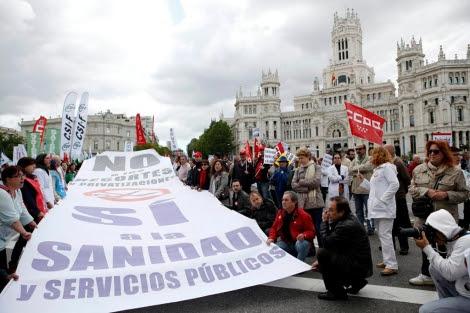 Manifestantes en la marcha contra la privatización, esta mañana. | Sergio Enriquez-Nistal