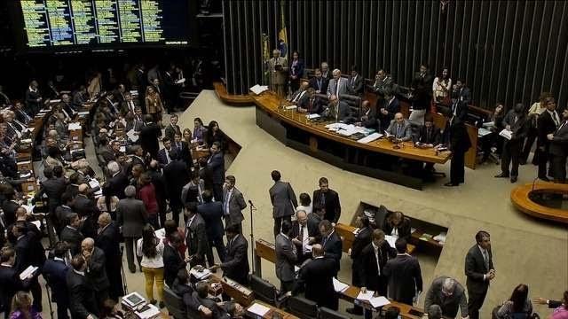 Câmara aprova texto principal de projeto que regulamenta terceirização