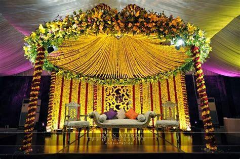 Latest Pakistani Mehndi Stage Designs 2019   Mehndi Stage