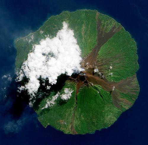 Manam Volcano, Papua New Guinea por NASA Goddard Photo and Video
