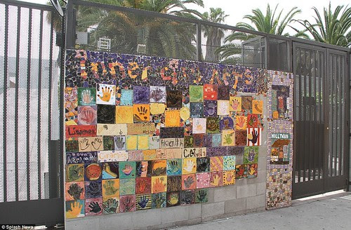 Royal snail  Kate races ahead with her painting at Inner-City Arts  campus whilst William is slow off the mark  17