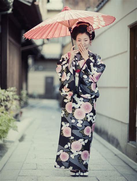 Geisha Girl Costume Ideas