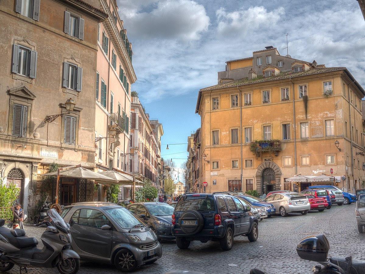 Fil: Piazza di San Callisto Roma Trastevere 2013 03.jpg