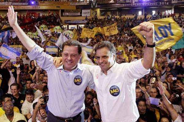 Aécio com Perillo durante a convenção tucana que homologou a candidatura à reeleição do governador goiano ( Gerdan Wesley/ObritoNews)