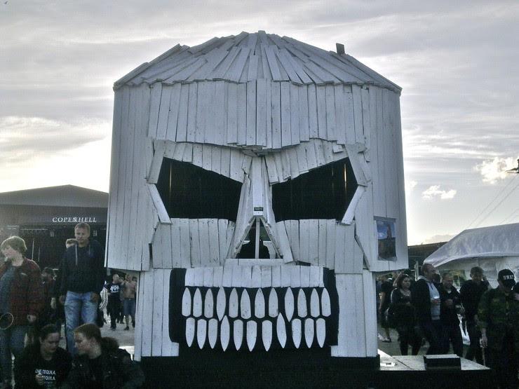 Skull hut