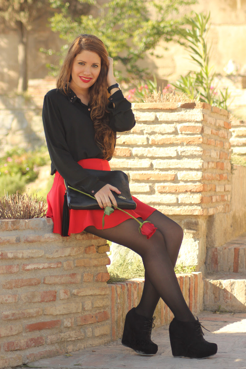 falda-roja-con-blusa-negra-HeelsandRoses-(9)