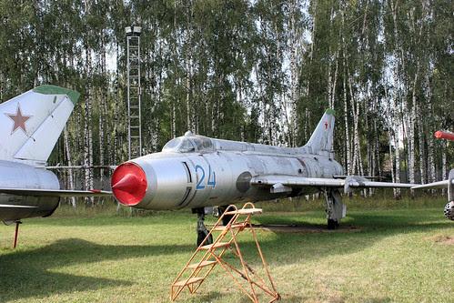 Sukhoi Su-17 24 blue