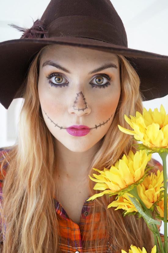 Easy Halloween Costume: Scarecrow