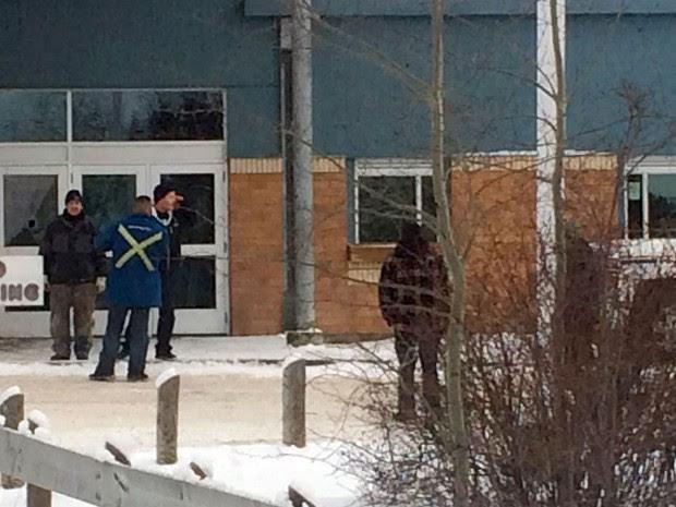 Fachada da La Loche Community School, em La Loche, no Canadá, onde um atirador matou cinco pessoas na sexta (22) (Foto: Joshua Mercredi/The Canadian Press via AP)